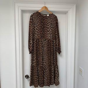 H&M Leopard Print Dress - M (oversized)